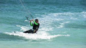 Kitesurfer in waves